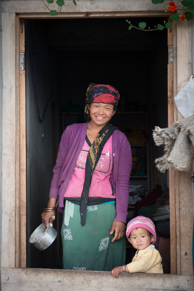 Lady and her daughter in the centre of Barpak